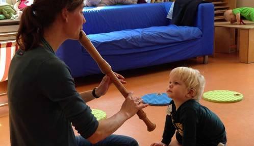 Je leert kinderen via muziek de kenmerken van gesproken taal