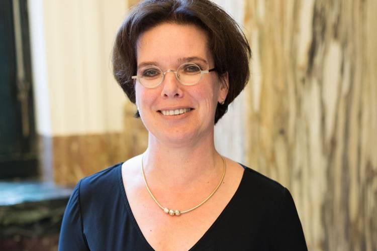prof. Hedwig van Bakel