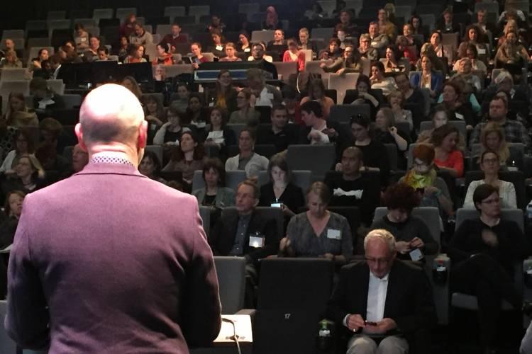 Overzicht congreszaal gezien vanuit professor Harry Knoors