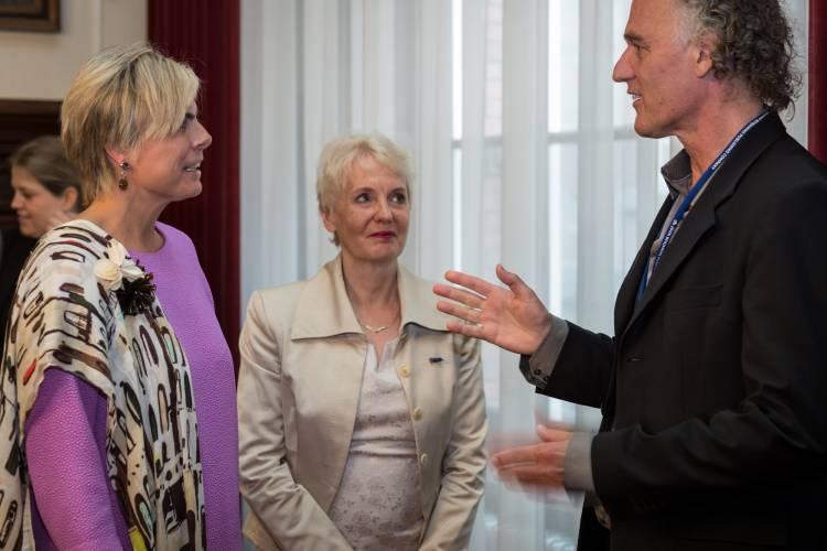 Prinses Laurentien in gesprek met Jan de Jong en Anne Baker