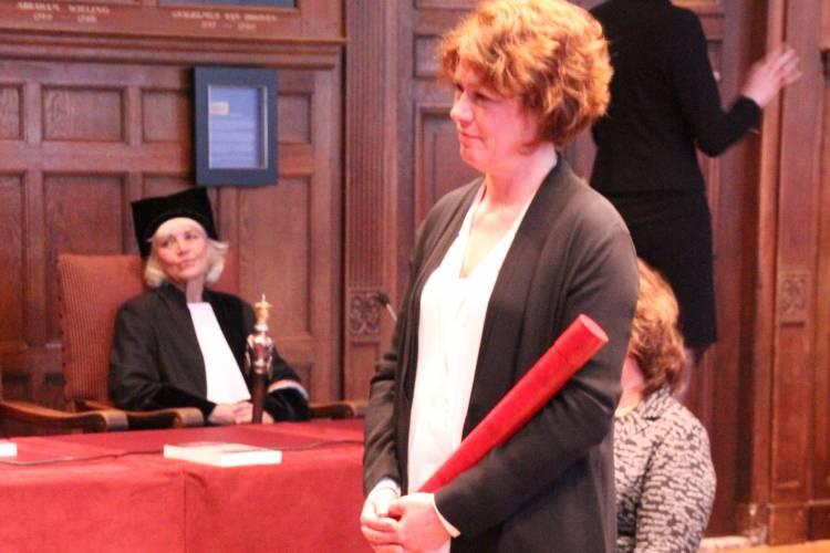 Tijsseling met bul in Senaatszaal Academiegebouw Utrecht
